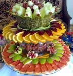 Раскладка фруктов на блюде в 3 яруса