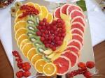 Раскладка фруктов в форме сердца