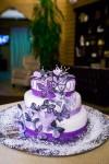 торт с элементами черного цвета